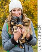 Девочка со щенками. Стоковое фото, фотограф Сергей Васильев / Фотобанк Лори