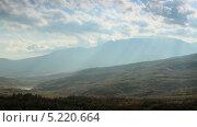 Купить «Облака на горе Демерджи. Алушта, Крым, Украина, таймлапс», видеоролик № 5220664, снято 6 ноября 2012 г. (c) Артем Поваров / Фотобанк Лори