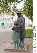 Купить «Вильнюс. Памятник Цемаху Шабаду», фото № 5223596, снято 24 июля 2013 г. (c) Бурмистрова Ирина / Фотобанк Лори