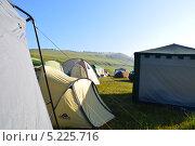 Палаточный лагерь. Стоковое фото, фотограф Максим Адылшин / Фотобанк Лори