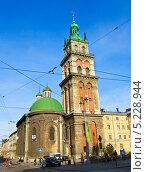 Купить «Львов, Успенский собор, башня Корнякта», фото № 5228944, снято 11 мая 2013 г. (c) ИВА Афонская / Фотобанк Лори