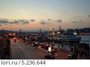 Пристань в Стамбуле (2010 год). Редакционное фото, фотограф Юлия Марченко / Фотобанк Лори