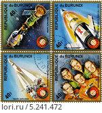 Экспериментальный совместный космический пилотируемый полёт советского космического корабля «Союз-19» и американского космического корабля «Аполлон».Почтовая марка издания Бурунди. Стоковая иллюстрация, иллюстратор Евгений Мухортов / Фотобанк Лори