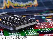 Калькулятор на финансовом графике. Стоковое фото, фотограф Сергей Прокопенко / Фотобанк Лори