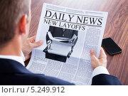 Купить «газета в руках делового мужчины крупным планом», фото № 5249912, снято 6 июля 2013 г. (c) Андрей Попов / Фотобанк Лори