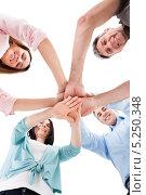 друзья держатся за руки. Стоковое фото, фотограф Андрей Попов / Фотобанк Лори