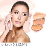 Купить «Красивая девушка наносит тональный крем на лицо», фото № 5252648, снято 20 сентября 2013 г. (c) Валуа Виталий / Фотобанк Лори