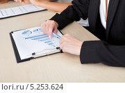 Купить «женские руки на планшете с графиками», фото № 5253624, снято 23 июня 2013 г. (c) Андрей Попов / Фотобанк Лори