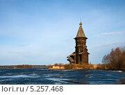 Купить «Успенская церковь в г. Кондопога, вид со стороны Онежского озера», фото № 5257468, снято 5 мая 2013 г. (c) Юлия Бабкина / Фотобанк Лори