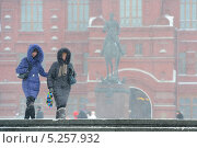 Купить «Метель на манежной площади в Москве», фото № 5257932, снято 24 марта 2013 г. (c) Антон Белицкий / Фотобанк Лори