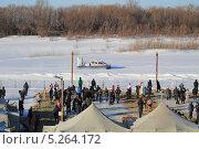 Купить «Крещение под охраной МЧС», эксклюзивное фото № 5264172, снято 19 января 2013 г. (c) Анатолий Матвейчук / Фотобанк Лори