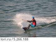 Купить «Мужчина едет по воде на доске, держась за трос - вейкбординг», фото № 5266188, снято 12 сентября 2013 г. (c) Землянникова Вероника / Фотобанк Лори