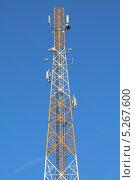 Купить «Вышка с антеннами сотовой связи», эксклюзивное фото № 5267600, снято 4 июля 2020 г. (c) Михаил Рудницкий / Фотобанк Лори