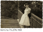 Купить «Невеста в парке. Ретро фотография», фото № 5276160, снято 27 июля 2013 г. (c) Александра Орехова / Фотобанк Лори