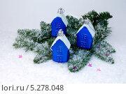 Купить «Синие домики на снегу», эксклюзивное фото № 5278048, снято 4 января 2013 г. (c) Blekcat / Фотобанк Лори