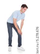 Купить «у молодого мужчины болит колено», фото № 5278676, снято 9 сентября 2013 г. (c) Андрей Попов / Фотобанк Лори
