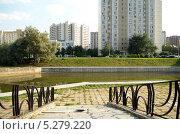 Купить «Пруд в Марьине, Москва», фото № 5279220, снято 20 августа 2013 г. (c) Олег Пчелов / Фотобанк Лори