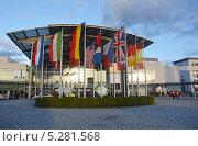 Купить «Западный вход в выставочный центр Messe Munchen (New Munich Trade Fair Centre) - Мюнхен, Германия», эксклюзивное фото № 5281568, снято 17 сентября 2013 г. (c) Александр Замараев / Фотобанк Лори