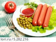 Купить «Сосиски с зеленым горошком, помидором и кетчупом на белой тарелке», эксклюзивное фото № 5282216, снято 3 ноября 2013 г. (c) Яна Королёва / Фотобанк Лори
