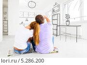 Купить «Новая квартира. Муж с женой сидят на полу и планируют расстановку мебели», фото № 5286200, снято 1 октября 2013 г. (c) Сергей Петерман / Фотобанк Лори