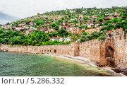 Вид Кызыл Куле (Красная башня) — историческая башня в городе Аланья, Турция (2013 год). Стоковое фото, фотограф Alexander Tihonovs / Фотобанк Лори
