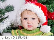Купить «Ребенок в новогодней шапочке», фото № 5288432, снято 24 октября 2013 г. (c) Asja Sirova / Фотобанк Лори