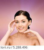 Купить «Красивая молодая женщина с нежной кожей на лице и плечах», фото № 5288496, снято 6 января 2013 г. (c) Syda Productions / Фотобанк Лори