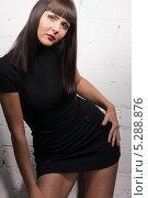 Купить «Красивая молодая женщина в черном обтягивающем платье», фото № 5288876, снято 10 апреля 2010 г. (c) Syda Productions / Фотобанк Лори