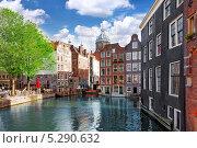 Купить «Амстердам с каналом в центре города, Голландия», фото № 5290632, снято 19 сентября 2013 г. (c) Vitas / Фотобанк Лори