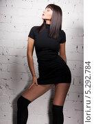 Купить «Красивая девушка с распущенными волосами стоит у кирпичной стены», фото № 5292784, снято 10 апреля 2010 г. (c) Syda Productions / Фотобанк Лори