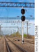 Железная дорога и сигнальный семафор. Стоковое фото, фотограф Михаил Бессмертный / Фотобанк Лори
