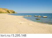 Пустой песчаный пляж и море. Стоковое фото, фотограф Михаил Бессмертный / Фотобанк Лори