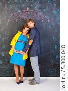 Купить «Счастливая пара в ожидании малыша», фото № 5300040, снято 28 октября 2012 г. (c) Сергей Дубров / Фотобанк Лори