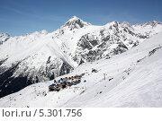 Городок горнолыжного курорта на зимнем склоне. Стоковое фото, фотограф Ислам Ижаев / Фотобанк Лори