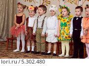 Купить «Дети поют на утреннике в детском саду», фото № 5302480, снято 7 ноября 2012 г. (c) Дарья Каба / Фотобанк Лори