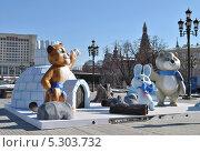 Купить «Символы Олимпиады-2014 в Сочи установили на Манежной площади, Москва», эксклюзивное фото № 5303732, снято 28 марта 2013 г. (c) lana1501 / Фотобанк Лори