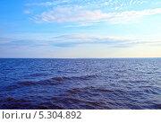 Купить «Морские волны в солнечный день», фото № 5304892, снято 6 июля 2012 г. (c) Евгений Ткачёв / Фотобанк Лори
