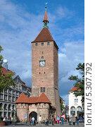 Белая башня (Weisser Turm) в Нюрнберге, Германия (2012 год). Редакционное фото, фотограф Михаил Марковский / Фотобанк Лори