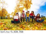 Купить «Дети рисуют в парке», фото № 5308788, снято 6 октября 2013 г. (c) Сергей Новиков / Фотобанк Лори