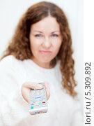 Купить «Девушка с недовольным лицом переключает каналы телевизионным пультом», фото № 5309892, снято 17 ноября 2013 г. (c) Кекяляйнен Андрей / Фотобанк Лори