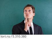 Купить «задумавшийся деловой мужчина», фото № 5310380, снято 24 августа 2013 г. (c) Андрей Попов / Фотобанк Лори
