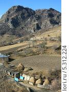Купить «Вид на горный аул», фото № 5312224, снято 22 ноября 2013 г. (c) Игорь Веснинов / Фотобанк Лори