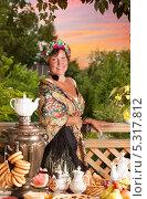Купить «Портрет женщины на веранде после чаепития на закате», фото № 5317812, снято 6 июля 2013 г. (c) Алексей Кузнецов / Фотобанк Лори