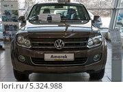 Купить «Volkswagen  Amarok  в Автосалоне Фольксваген Центр Германика в Химках», эксклюзивное фото № 5324988, снято 30 ноября 2013 г. (c) Володина Ольга / Фотобанк Лори