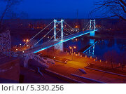 Купить «Оренбург. Пешеходный мост через реку Урал», фото № 5330256, снято 26 ноября 2013 г. (c) Вадим Орлов / Фотобанк Лори