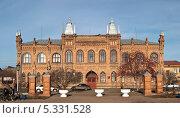 Купить «Здание построенное в 1901 году (архитектор Я. Адамсон) в стиле псевдоготика. Памятник истории и культуры федерального значения. Бузулук», фото № 5331528, снято 11 ноября 2013 г. (c) Наталья Жесткова / Фотобанк Лори