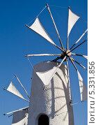 Ветряные мельницы на острове Крит (Греция) (2012 год). Стоковое фото, фотограф Екатерина Радомская / Фотобанк Лори