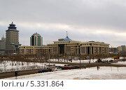 Купить «Астана, перекресток улиц Акмечеть-Достык, здание Министерства Обороны», фото № 5331864, снято 3 декабря 2013 г. (c) Дьяченко Виталий / Фотобанк Лори