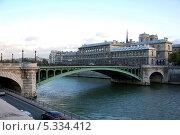 Купить «Париж, Франция. Вид на мост Нотр-Дам», фото № 5334412, снято 10 октября 2013 г. (c) Светлана Колобова / Фотобанк Лори