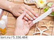 Процедура салонного маникюра. Стоковое фото, фотограф Валуа Виталий / Фотобанк Лори